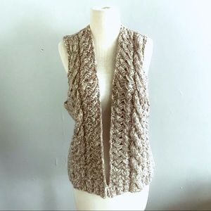 Gap marled beige cableknit open sweater vest S